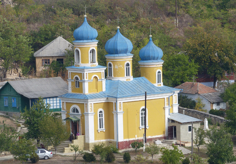 14_Kirche im Dorf Trebujeni